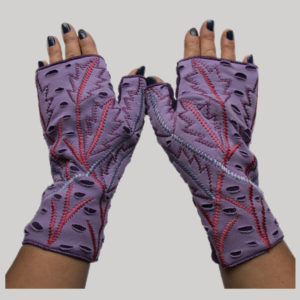 Women's gloves with embroidery