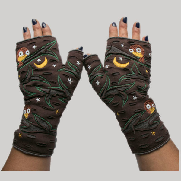 Gloves with owl & star embroidery