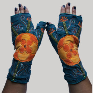 Gloves with big flower embroidery