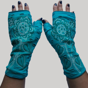 Gloves with flower and heart pattern embroidery