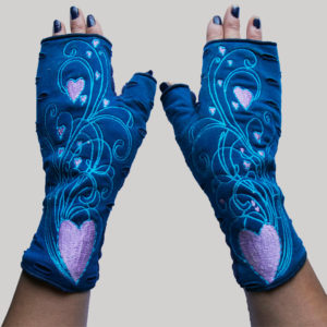 Women's gloves with heart shape embroidery