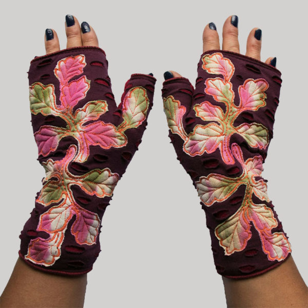 Women's gloves with oak leaves overlap embroidery