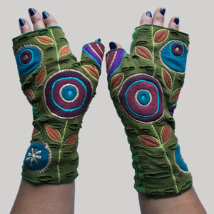 Gloves with round flower embroidery