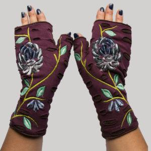 Gloves with velvet flower embroidery