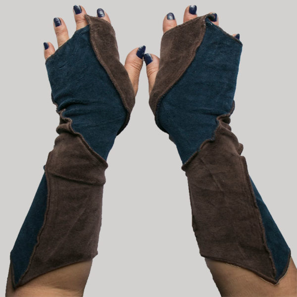 Women's gloves with velour asymmetrical picu patch